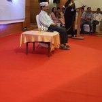 """@NRA29: With @ArvindKejriwal #MufflerMan at mumbai fundraiser dinnner ???? http://t.co/bL1nj8PWR2"""