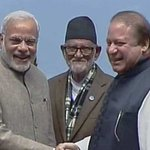 PM Modi and his Pakistani counterpart Nawaz Sharif shake hands after SAARC nations signed an energy pact in Kathmandu http://t.co/4GbeIUR8w6