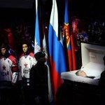 В Ледовом дворце спорта ЦСКА прошла церемония прощания с Виктором Тихоновым. Фоторепортаж: http://t.co/fAdl00BtXQ http://t.co/rhPGz9RhPP
