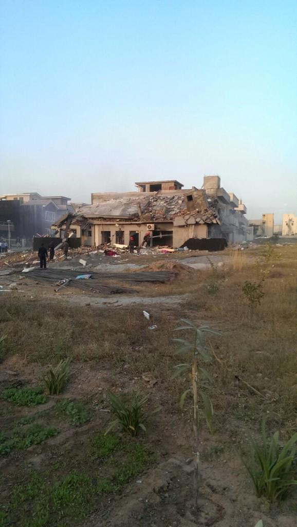 First image from the scene! I'll keep updating! #BahriaTown http://t.co/6gq9NhEjXg