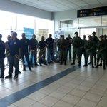 La murga de la Policía Nacional y unidades de la PN esperan ya a la campeona Atheyna Bylon. @tvnnoticias @tvmaxpanama http://t.co/MqlpH8tZpg
