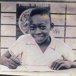Le Roi Pelé (74 ans), meilleur footballeur de lhistoire, est actuellement en soins intensifs. Pensons à lui. http://t.co/CqOnFnoTzy