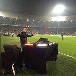 Niemand minder dan DJ Paul Elstak brengt De Kuip in een heerlijke stemming voor #FEYsev! #UEL http://t.co/HdNlEZWWw2