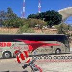 Así los autobuses de @tuADO, normalistas los pintan en las casetas de peaje #Oaxaca #twitteroax http://t.co/zi0OjVozcd