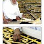 الشيخ رجب المالكي 40 عام وهو يُبدع في حياكة كسوة الكعبة عبر التطريز المذهب توفاه الله صباح الأثنين يرحمهُ تعالى http://t.co/JpVsi1msRY