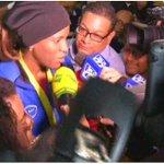 Llegada de la campeona mundial de boxeo Atheyna Bylon a Panamá. Tomado de Twitter de @protegeryservir http://t.co/BuaKQUuI0b