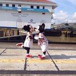 ¡Sorpresa! Recibimos la visita de Mickey y Minnie en el Centro de Visitantes de Miraflores del @canaldepanama http://t.co/r1ulPo2mN5