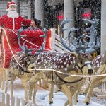 Lego Santa and reindeer land in Covent Garden http://t.co/BmWPB0I7t9 http://t.co/fXLxizgr8M