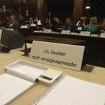 JA Deelder is in the house. Voor zijn 70e verjaardag één dag burgemeester. Spreekt nu de Raad toe http://t.co/fkpemONSIQ