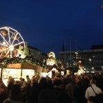 Oberbürgermeisterin Helma Orosz hat den 580. #Striezelmarkt eröffnet! Bereits viel los :-) http://t.co/r9YDg3ITi3