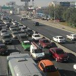 #Actualización taxistas con palos y varillas, siguen bloqueando carriles que van al Aeropuerto http://t.co/7myZjMuCXD http://t.co/4wbFbvTDtD