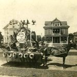 Today in 1924: First Macys Thanksgiving Day parade in New York City. Parade float styles: http://t.co/QwmL80Lx8A http://t.co/1XbGYnP7SE