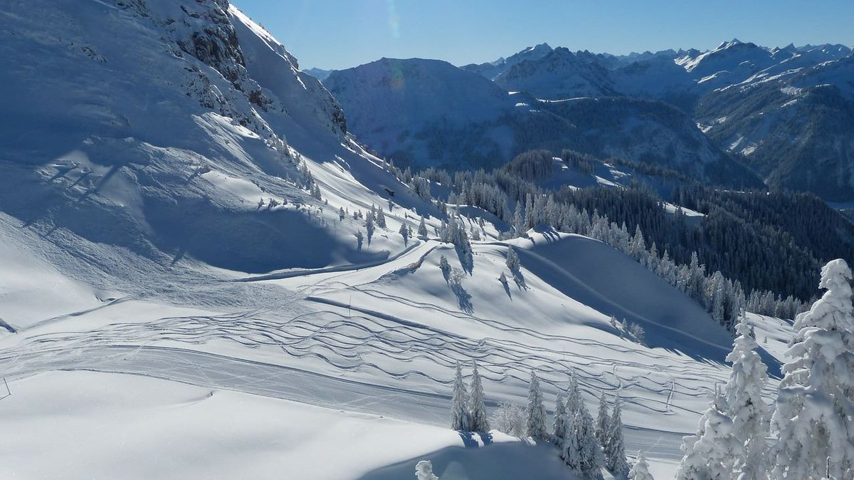 New Year on the slopes! Fly from Edinburgh to Geneva on 11 Jan for £26.99* *Price one way pp