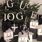 Aftellen tot Vogue Beauty Night Out in @TheCollegeHotel en op de foto met deze fantastische Vogue kerstboom #VBNO http://t.co/l38miXgN5H