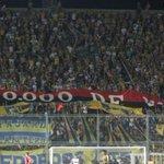 Los Guerreros | Rosario central | anoche en San Juan, Mostrando el trapo (40 mil de visitante) robado a Newells http://t.co/M0TTv1TZdf