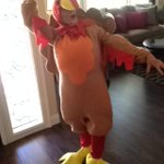 Bruh my grandma showed up dressed as a turkey 😂😂😂😂 http://t.co/KDemsvl3wV