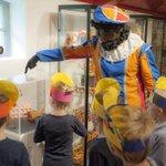 Meer weten over het feest van Zwarte Piet en Sinterklaas? Neem dan za 29-11 een kijkje in @MuseumOudeSlot http://t.co/6pRYVl6wMe