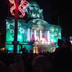 3,2,1 Merry Christmas!! The Hull Christmas Lights are now on! http://t.co/NO50sUlXbM