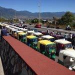 X concentración d transportistas dl Sindicato Libertad cierran carril dl fortin plaza-monumento a la madre #oaxaca http://t.co/AS2AfZeh4o
