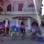 Migrantes cumplen una semana de plantón en Oaxaca por niño hondureño robado http://t.co/yox8bvoAX3 #YaMeCanse http://t.co/G7l2MMKXCb