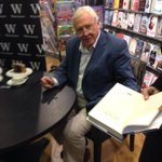 A big thank you to the very wonderful Sir David Attenborough for coming to @WaterstonesOxf today! http://t.co/EiniKBJCiF