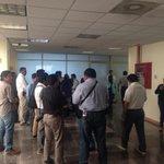 Medios en espera de conferencia que ofrecerá @JefteMendez por la agresión que sufrió de FrediGil del @GPPRIOax http://t.co/8r8Kt7S600