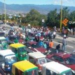Cierran ambos sentidos de la carretera en el cerro del Fortín a la altura del Auditorio Guelaguetza #Oaxaca http://t.co/q0rE7CJSn8