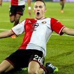 Feyenoord verrast tegen Sevilla: 2-0. Voor t eerst in tien jaar overwintert de club in Europa http://t.co/R6J1hfCNKC http://t.co/mIEi8Ja0mC