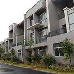 Milionário constrói vila de luxo para vizinhos de quando era pobre. http://t.co/upZnHpLl25 http://t.co/vX26VDdZgM
