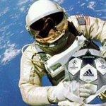 Resgataram a bola do pênalti de Alan Kardec. http://t.co/PwgnpVkj2C