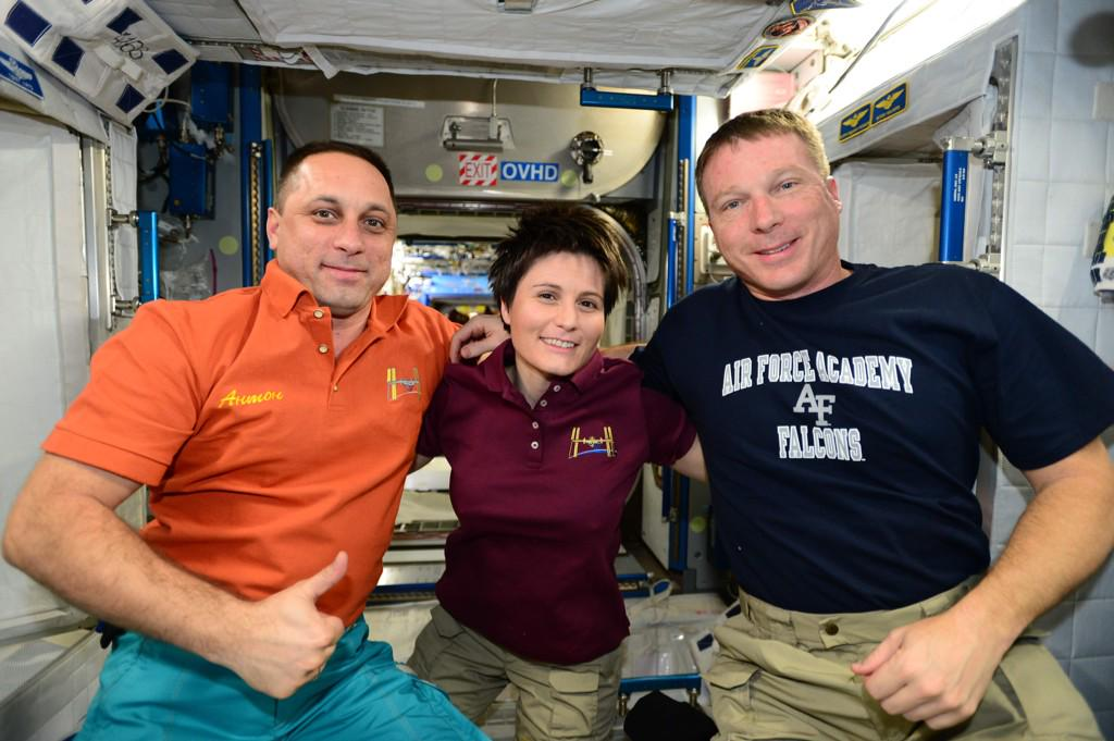 I can't believe it's only been 3 days- seems like 3 months @AntonAstrey @AstroSamantha http://t.co/Xpl6L7mBXQ