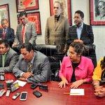 Coordinador d diputados @FraccionPRDOAX señala al @GPPRIOax com violentos, condena la agresión a @JefteMendez #Oaxaca http://t.co/suyxjy23Al