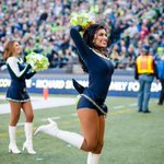Time to get loud #12s! Im thankful for my family, friends and Seahawks football! GO HAWKS #SEAvSF http://t.co/r8Bv3ukaiZ