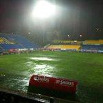 De bal rolt niet meer bij Estoril-PSV. Dit is waterpolo. Ik denk dat stoppen de enige optie is. http://t.co/7BLtZdjrLf