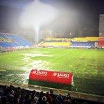Het veld in Estoril is op dit moment onbespeelbaar. Het wachten is op besluit van de UEFA. #estpsv #psv http://t.co/LVKq363BGC