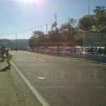 Transportistas se retiran del mirador del Cerro del Fortín, liberan carriles y se restablece circulación #Oaxaca http://t.co/rdUg52rVEG