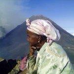 Uitbarsting vulkaan op Kaapverdië, eiland Fogo. Er is aandacht nodig voor deze ramp. #Kaapverdianen #Rotterdam #help http://t.co/y4zmthsmHR