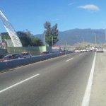 #AlMomento Liberan transportistas de Libertad y CTM ambos carriles en el Cerro del Fortín tras anunciar alianza http://t.co/10aYJKz2Tf