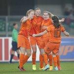 Oranje-voetbalsters schrijven geschiedenis met WK-ticket na 2-1 zege op Italië. http://t.co/GdWHmCdxBK http://t.co/dSfzGMKWdH