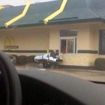 - Mi amor, vení a mi casa y traeme una hamburguesa. - No puedo, estoy ingresado en el hospital.  - Estoy sola.  - http://t.co/njHm5vrwGI