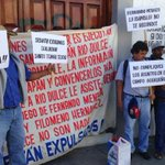 Advierten pobladores de #Zimatlán con sitiar Palacio de @GobOax http://t.co/hCo9tU4KAB http://t.co/KqqlPThoJv