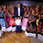 Recibí la agradable visita en mis oficinas de paisanas de Tehuantepec, tierra que fomenta las tradiciones Oaxaqueñas. http://t.co/HYk9Qpdqva