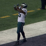 VIDEO: LeSean McCoy mocks Dez Bryant with this celebration after a 38-yard TD run http://t.co/1h6ocg7UgB http://t.co/9CTNxOSJxi
