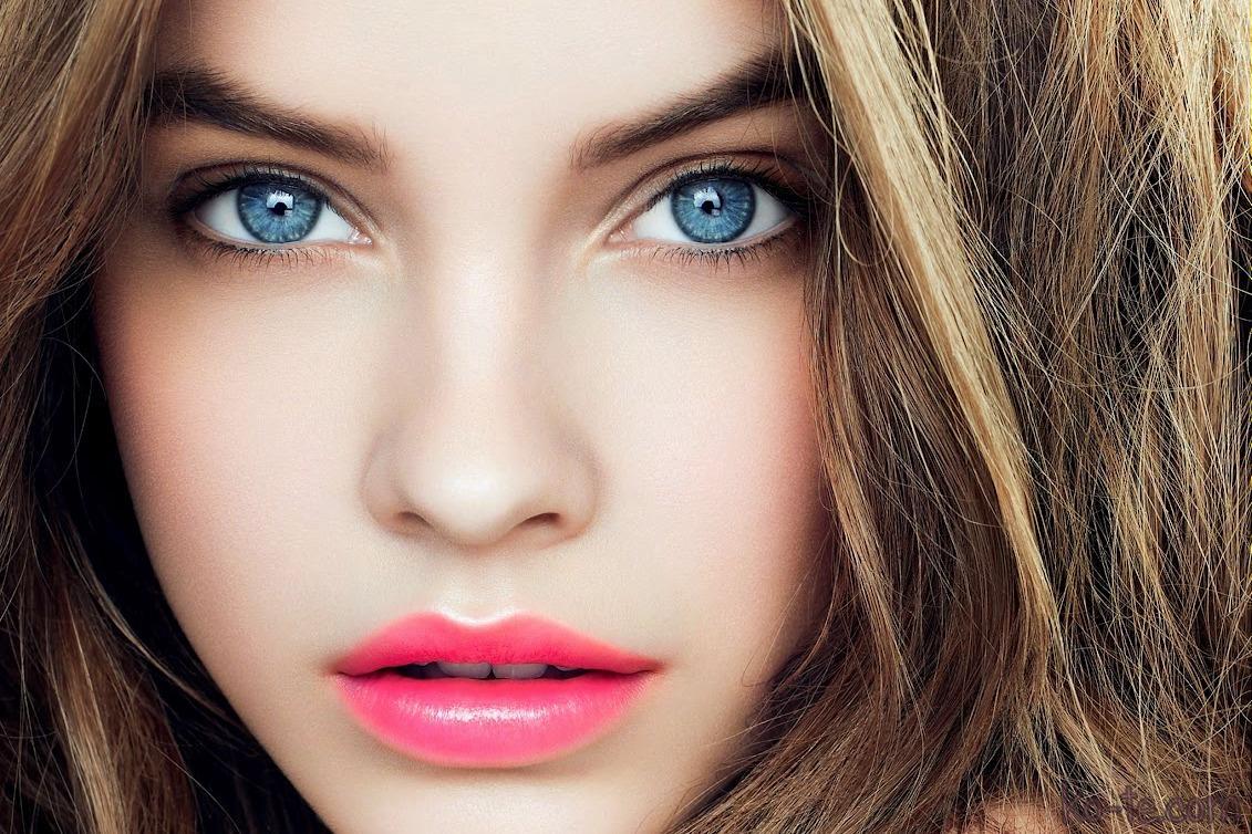 Si no quieres verte súper maquillada, usa lipgloss y tono natural en ojos #BeautyThursday #ELLEbeauty #BeautyTip http://t.co/wMXZBbMgfW
