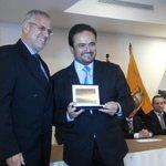 Honrado de recibir este reconocimiento de la @IndustriasCue. Siempre por el crecimiento productivo de la región. http://t.co/jUxqShk2ye