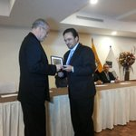 Premio otorgado por su gestión propositiva en la creación de espacios industriales en la región. @IndustriasCue http://t.co/VLZDZrD05H