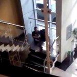 No Rio, deficiente se arrasta por escada para fazer exame: Me senti humilhado. http://t.co/utoPFDMzra http://t.co/Lv7OwOsIiW