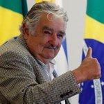 Mujica dá R$ 10 a mendigo e ouve: 'Que sejas presidente a vida toda'. 'Está louco?', responde. http://t.co/TxnnWUYLlh http://t.co/xa2Ikrr3RF