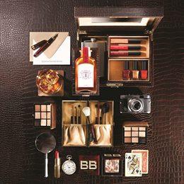 """""""스카치 온 더 락 컬렉션은 섹시함과 강인함 그리고 자신감을 한 번에 보여줄 수 있는 화려한 홀리데이 컬렉션이죠."""" -Bobbi Brown 스카치 온 더 락 컬렉션 : http://t.co/QJenR9dAn7 http://t.co/lUExIjy6TA"""