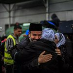 For the first time in over a month, the Rafah border opens and Palestinians greet their families returning to #Gaza http://t.co/0qnLfudh28